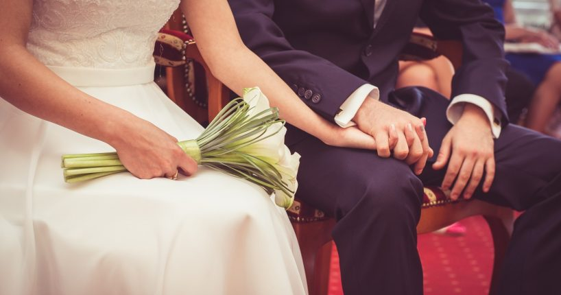 wedding-para-couple-young-married-couple